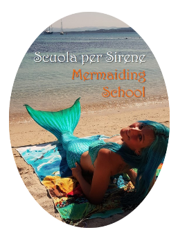 Mermaiding course at the beach with mermaid Francesca