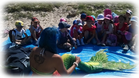 Mermaid Francesca with children of a school